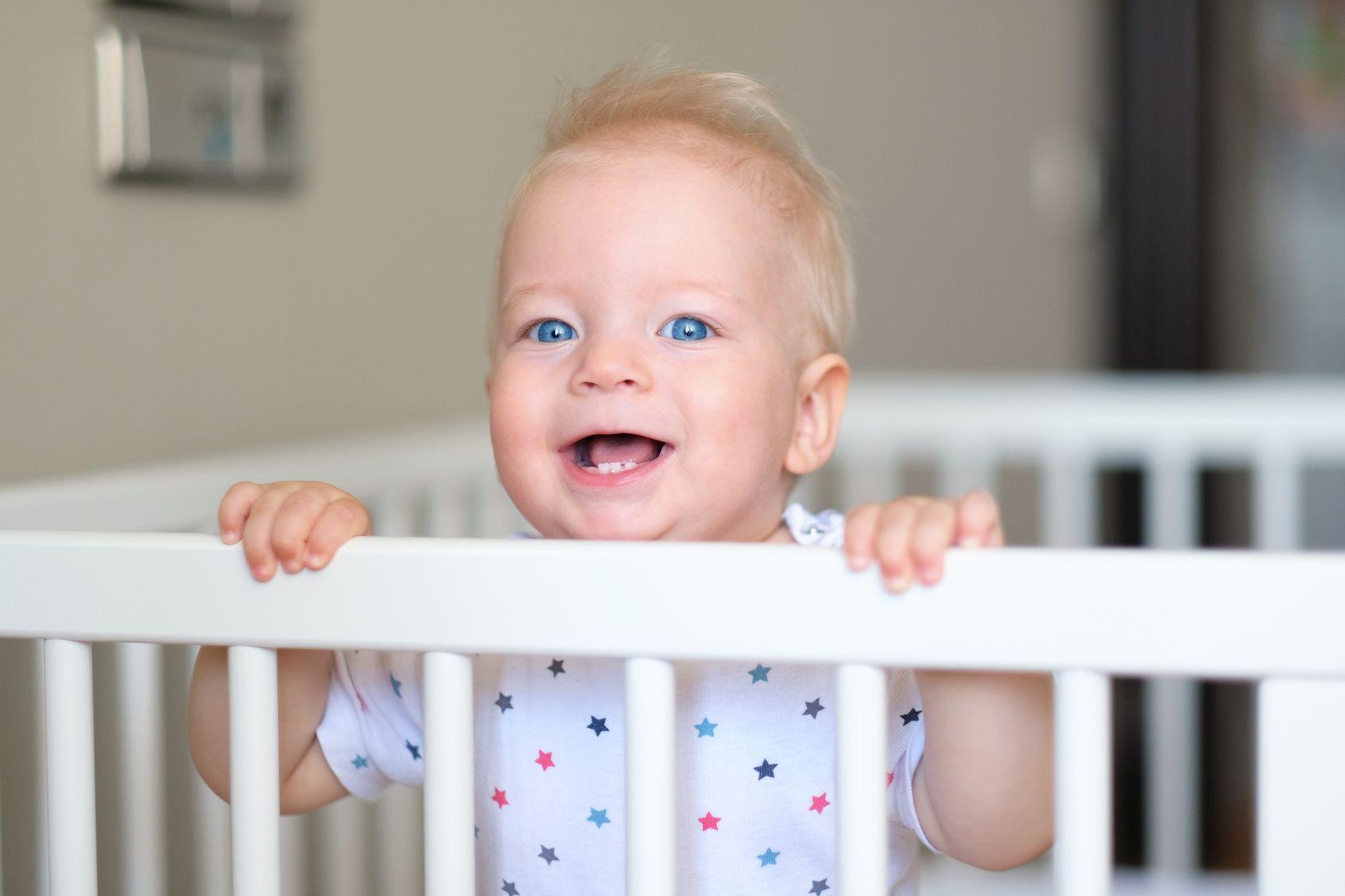 Kindergitter und Baby