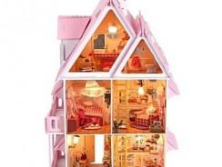 Ein Highlight bei jedem Licht: Das Puppenhaus mit Beleuchtung